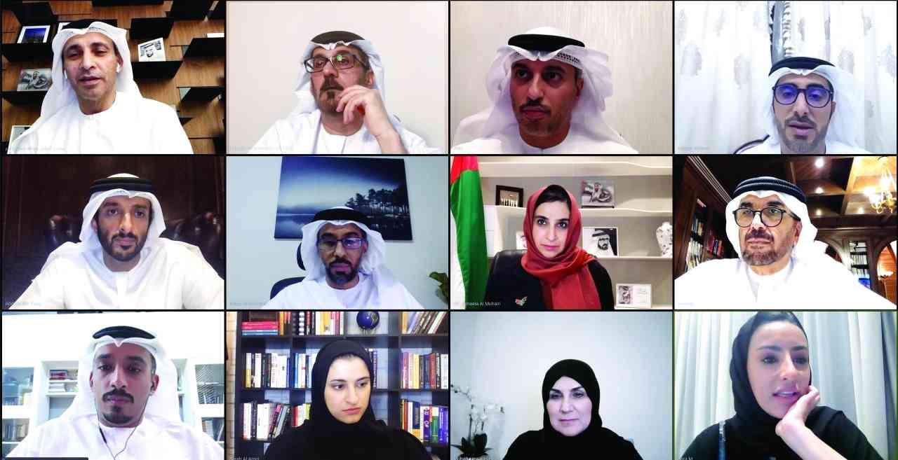 الصورة : الوزراء والمسؤولون خلال الاجتماع  |  وام