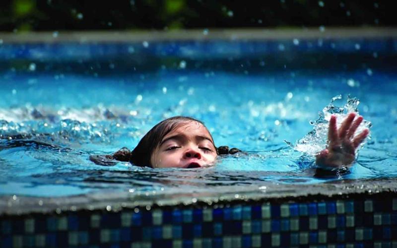 الصورة: الصورة: 20 طوق نجاة لحماية الأطفال من الغرق في المسابح المنزلية