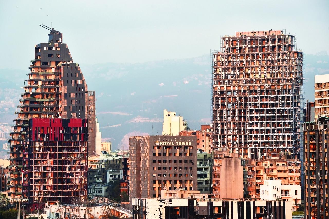 الصورة : جانب من الدمار الذي ألحقه الانفجار المزدوج بالعاصمة اللبنانية   إي.بي.أيه