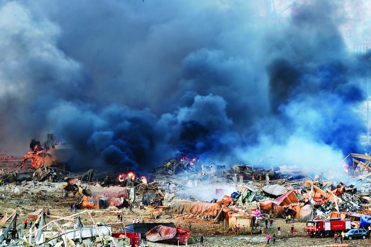 الصورة : متطوعون ومسعفون في موقع الانفجار   إي.بي.أيه