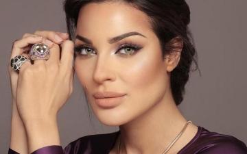 الصورة: الصورة: بعد إصابتها في الانفجار.. الممثلة نادين نسيب في المستشفى وهذه حالتها الصحية