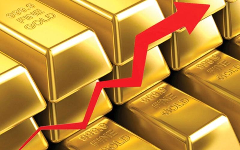 الصورة: الصورة: أسعار الذهب تواصل تحطيم الأرقام القياسية وتسجل 2031 دولاراً للأوقية