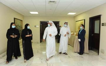 الصورة: الصورة: كبار مسؤولي الصحة في أبوظبي يتلقون الجرعة الثانية من لقاح كوفيد-19