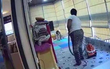 الصورة: الصورة: شاهد.. عاملة منزلية شجاعة تنقذ طفلة من الموت بانفجار بيروت