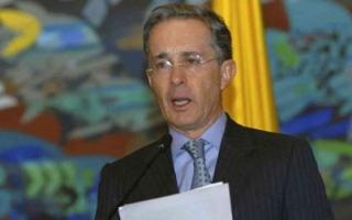 الصورة: الصورة: إصابة رئيس كولومبيا السابق ألفارو أوريبي بفيروس كورونا
