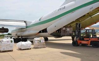 الصورة: الصورة: أربع طائرات وباخرة مساعدات إنسانية جزائرية إلى لبنان