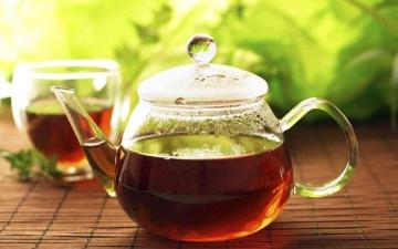 الصورة: الصورة: ما هي أضرار شرب الشاي بعد الأكل مباشرة؟