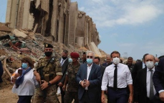 الصورة: الصورة: الرئيس الفرنسي يطالب بتحقيق دولي في انفجار مرفأ بيروت