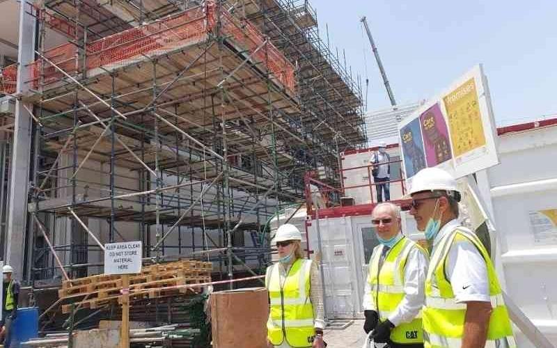 الصورة: الصورة: دبلوماسيون أمريكيون يتفقّدون جناح الولايات المتحدة في إكسبو دبي