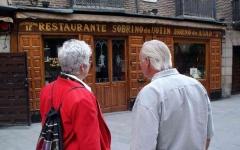 الصورة: الصورة: أقدم مطعم في العالم يصمد أمام كوفيد-19