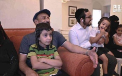 الصورة: الصورة: الإمارات تجمع شمل عائلة يمنية يهودية بعد فراق 15 عاماً