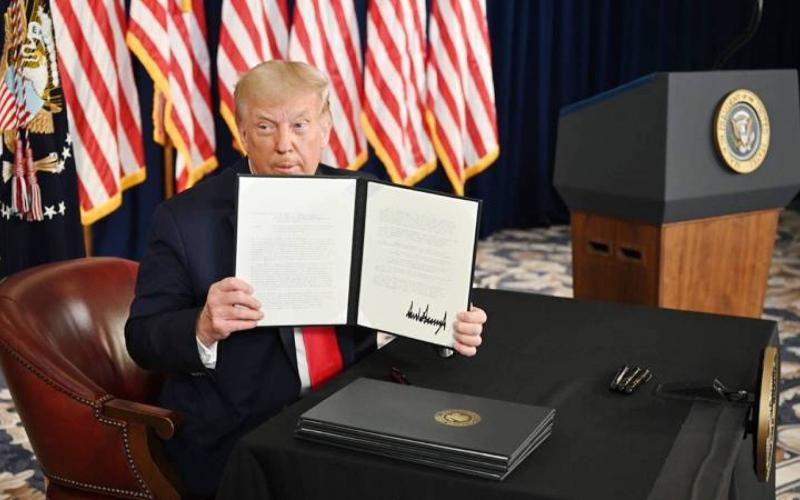الصورة: الصورة: ترامب يوقع أوامر تنفيذية بحزمة مساعدات لملايين الأمريكيين