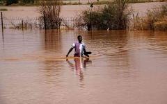 الصورة: الصورة: بالفيديو.. السيول تقتل العشرات في السودان وتشرد 50 ألف شخص