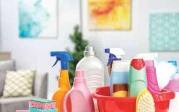 الصورة: الصورة: بعد تحذيرات من خلط منتجات التنظيف.. نصائح ذهبية من طبيب لاستخدام آمن