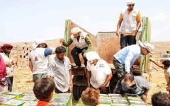الصورة: الصورة: «خليفة الإنسانية» تستكمل توزيع المساعدات شمال سقطرى