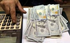 الصورة: الصورة: استقرار الدولار جراء قفزة لعوائد سندات الخزانة الأمريكية