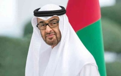 الصورة: الصورة: محمد بن زايد يتلقى تهنئة ملك البحرين بالخطوة التاريخية للسلام