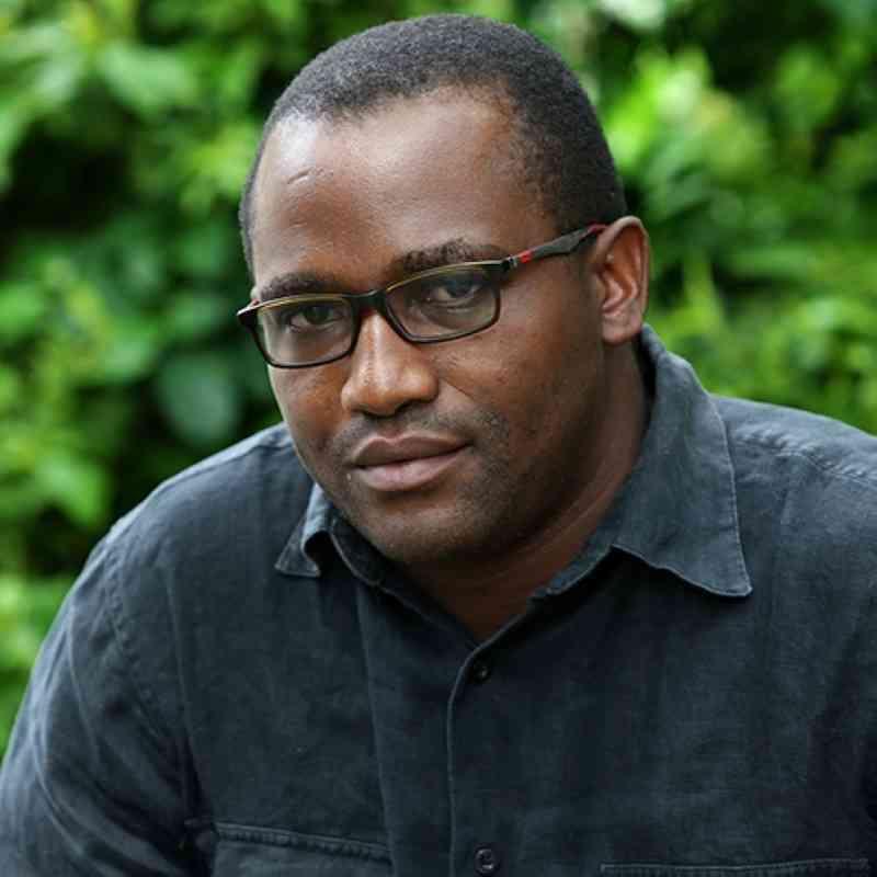 الصورة : دينيس تشوبرا - خبير الأمراض الفيروسية الطبي والمدير التنفيذي لبرنامج شبكة جنوب الصحراء الكبرى في أفريقيا للتميز البحثي في مجال مرض السل/فيروس نقص المناعة البشرية في معهد أفريقيا للبحوث الصحية.
