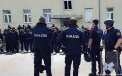 الصورة: الصورة: صدمة في ألمانيا بعد واقعة تشبه مشهد احتجاز الأمريكي جورج فلويد
