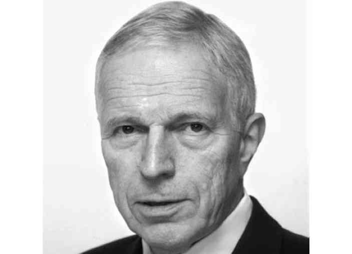 الصورة : إدموند س فيلبس  - حائز على جائزة نوبل في الاقتصاد لعام 2006، ومدير مركز الرأسمالية والمجتمع في جامعة كولومبيا، ومؤلف كتاب «التنمية الشاملة» ومؤلف مشارك في «الديناميكية».