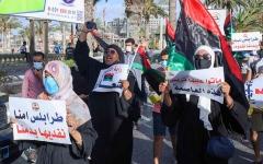 الصورة: الصورة: تظاهرات طرابلس.... ثورة ضد تبعية «الوفاق» لتركيا