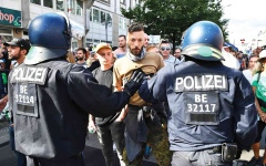 الصورة: الصورة: هل ملّ الأوروبيون من إجراءات «كوفيد 19»؟
