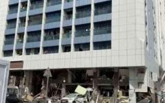 الصورة: الصورة: وفاة شخصين في حادث انفجار تمديدات غاز في مطعم بأبوظبي