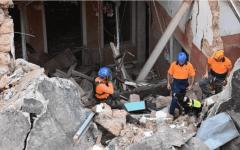"""الصورة: الصورة: رصد """"نبضات قلب"""" تحت أنقاض مبنى مدمر في بيروت"""