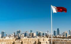 الصورة: الصورة: البحرين تسمح بدخول المواطنين الخليجيين وحاملي التأشيرات الإلكترونية