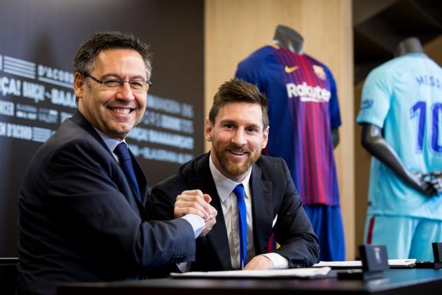 السعادة تغمر الصحف الإسبانية لبقاء ميسي مع برشلونة - الرياضي - ملاعب دولية - البيان