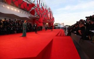 الصورة: الصورة: تباعد اجتماعي صارم في مهرجان البندقية السينمائي