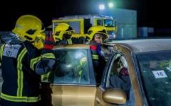 الصورة: الصورة: 15 إطفائية يشاركن الرجال مهنة «المخاطر»