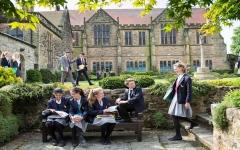 الصورة: الصورة: تفشي كورونا في عشرات المدارس البريطانية بعد أسبوع من بدء الدراسة