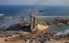 الصورة: الصورة: طوافات عسكرية تشارك في إخماد حريق بمرفأ بيروت