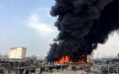 الصورة: الصورة: الجيش اللبناني يخمد بقايا حريق مرفأ بيروت
