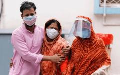 الصورة: الصورة: الهند تسجل رقماً قياسياً عالمياً للإصابات اليومية بكورونا