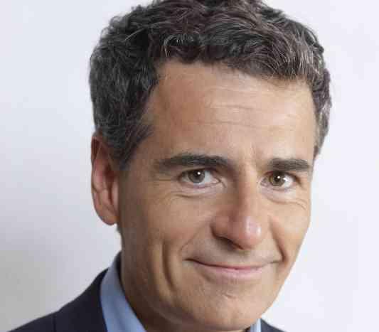 الصورة : أندريس فيلاسكو - مرشح رئاسي ووزير مالية سابق في جمهورية شيلي، ويشغل حالياً منصب عميد مدرسة السياسات العامة في كلية لندن للاقتصاد
