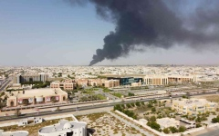 الصورة: الصورة: السيطرة على حريق محل ومستودع أثاث بصناعية الجرف في عجمان