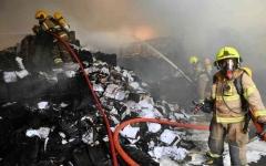 الصورة: الصورة: السيطرة على حريق بمستودع في القوز..  ولا إصابات