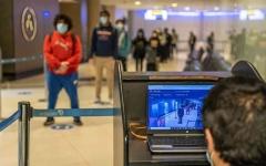 الصورة: الصورة: أساور طبية إلزامية للمسافرين القادمين إلى مطار أبوظبي