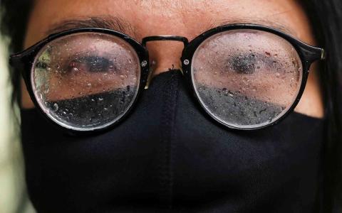 الصورة: الصورة: دراسة: فارق مذهل بين مصابي كورونا ممن يرتدون النظارات والآخرين
