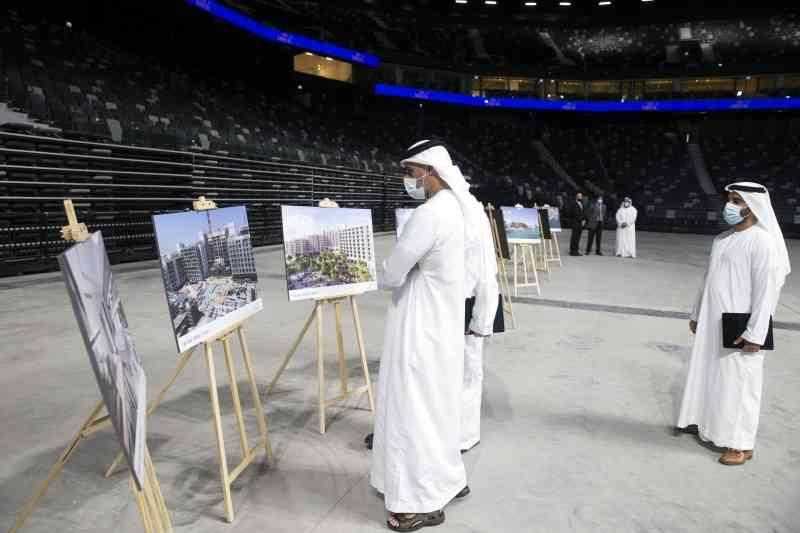 الصورة : خالد بن محمد بن زايد يطلع على مكونات المشروع | من المصدر