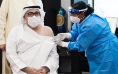 الصورة: الصورة: وزير الصحة ووقاية المجتمع يتلقى الجرعة الأولى من لقاح كوفيد-19