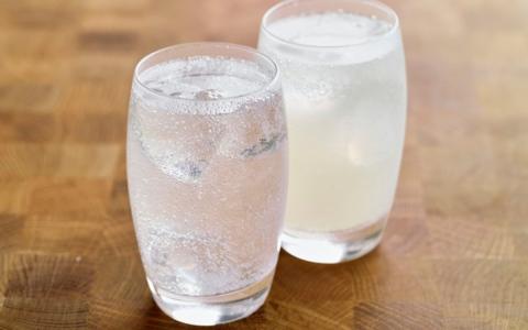 الصورة: الصورة: ماذا يحدث للجسم عند تناول المشروبات الغازية بانتظام؟