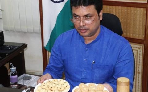 الصورة: الصورة: «كعك الخيزران» لتمكين سكان الريف