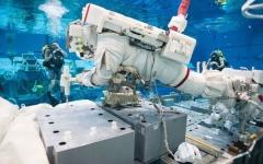 """الصورة: الصورة: رواد الفضاء الإماراتيون يخوضون تدريبات في وكالة الفضاء الأمريكية """"ناسا"""""""