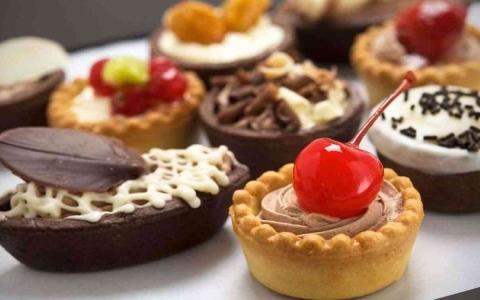 الصورة: الصورة: ماذا يحدث لصحتك عند التخلي عن تناول الحلويات لمدة 7 أيام؟