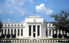 الصورة: الصورة: رئيس الاحتياطي الاتحادي يتوقع مساراً شديد الضبابية للاقتصاد الأمريكي
