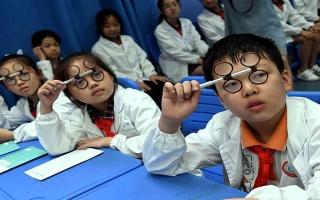 الصورة: الصورة: أكثر من 50% من طلاب الصين يعانون من قصر النظر.. والمتهم كورونا