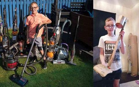 الصورة: الصورة: فتى في الثامنة رائد أعمال تصليح مكانس كهربائية